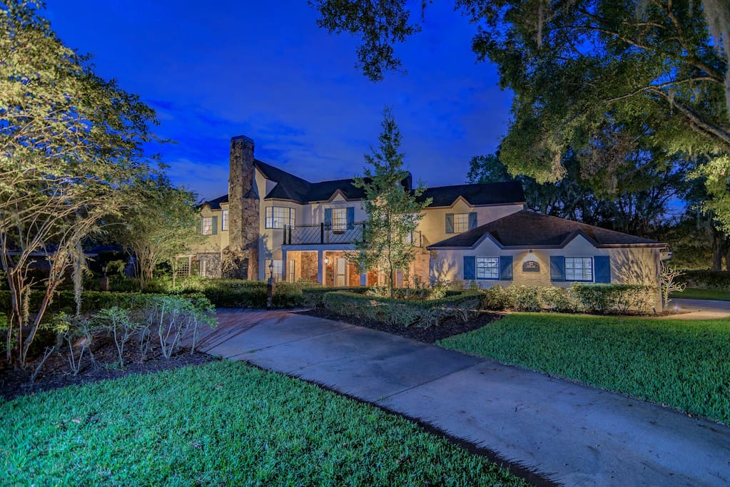 Enchanting by Night, Private and Spacious Brant Manor