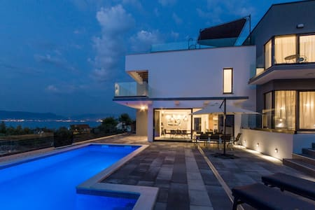 Navisus - Luxury villa with pool and stunning view
