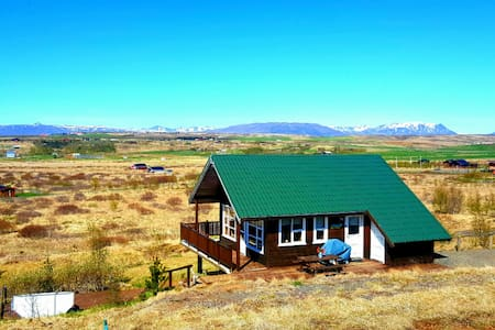 Golden circle beautiful Icelandic house w/ hot tub