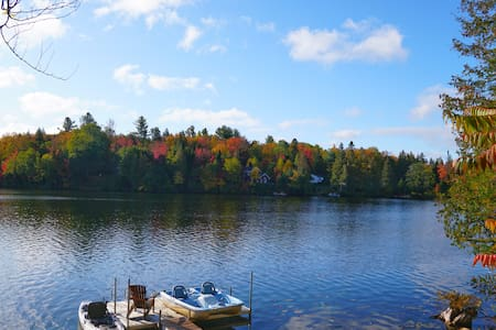 Lumineux chalet au bord du lac / Lakeside cottage