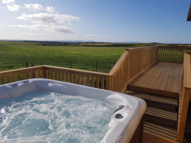 Machrihanish Hot Tub Lodge With Golf and Sea Views