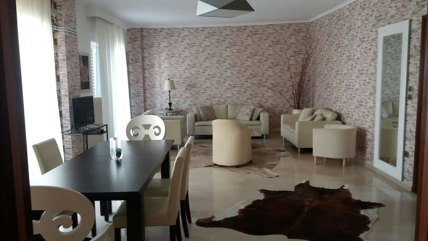 In the heart of Thessaloniki 180sqm - Thessaloníki - Wohnung
