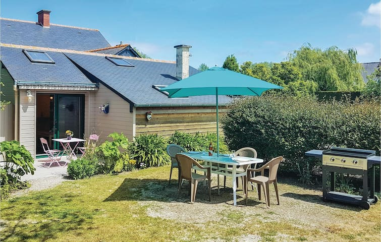 Holiday cottage with 1 bedroom on 53m² in Mont-Dol