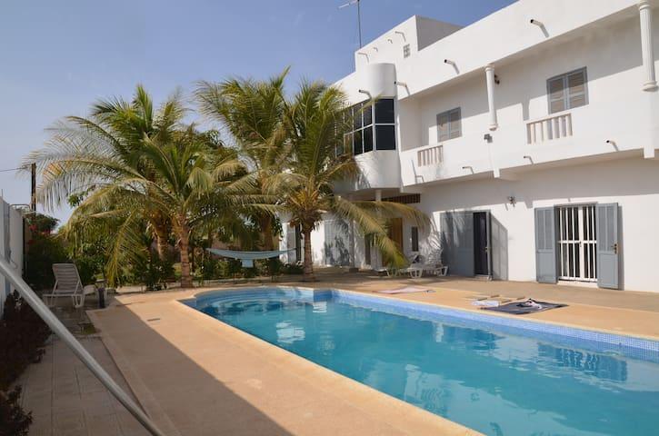 Chambre privée dans une villa à 400 m de la plage - Rufisque - Casa