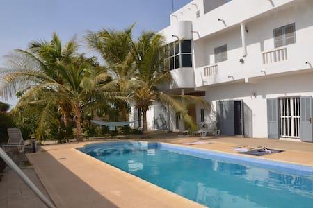 Chambre privée dans une villa à 400 m de la plage - Rufisque