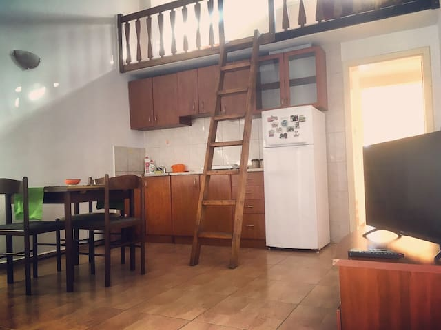 Spacious Apartment w/ Balcony,500m from the Beach