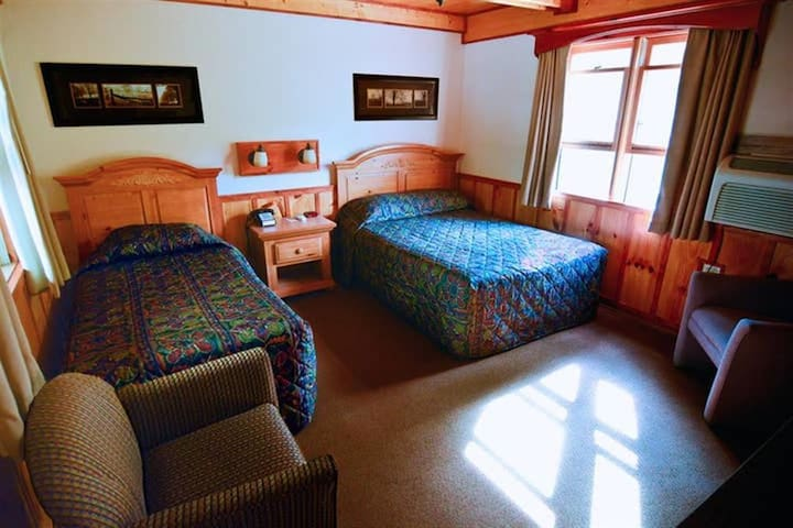 Cozy classic private Double & Twin Room 104