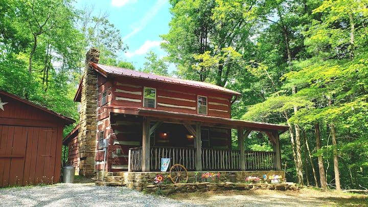 Heritage Hill Hideaway - 2 miles from downtown