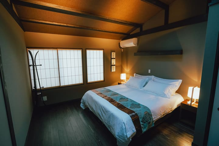 超大卧室空间 A huge bedroom space 広い寝室スペース