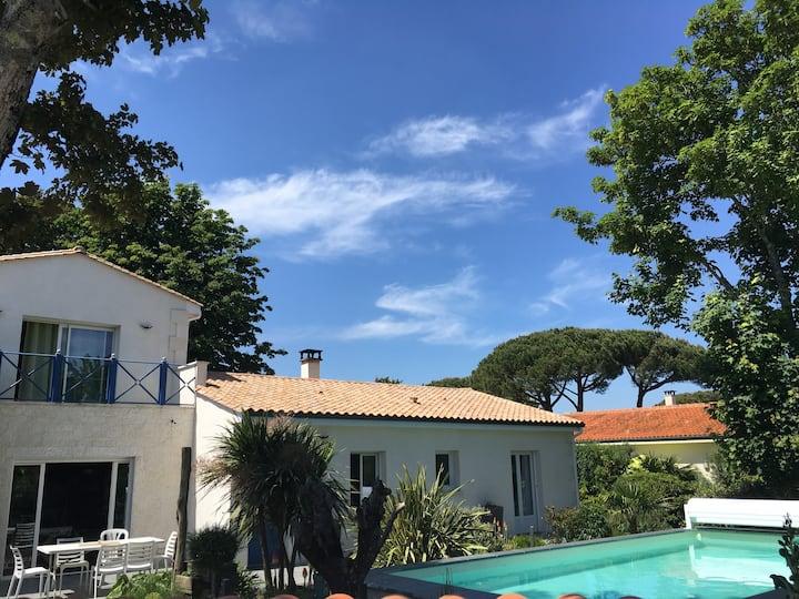 Jolie villa avec piscine         ☀️vue sur le port☀️