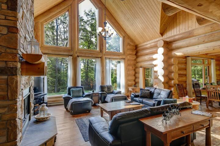 ChaletsOasis Lakefront 5 bedroom Log Home