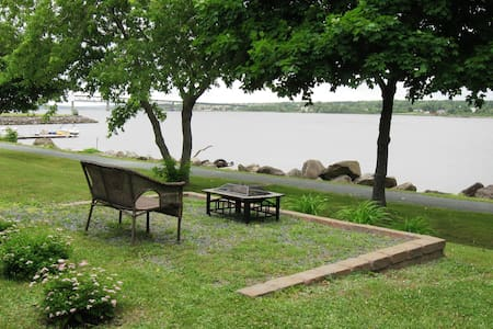 Oasis on the River with walking trail - Tüm Kat