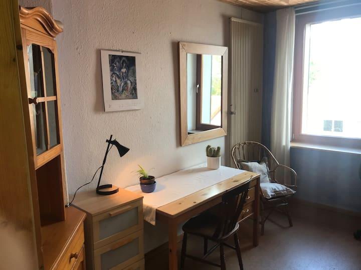2. Gemütliches ruhiges Zimmer in Mülheim-Heißen