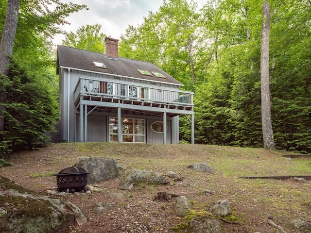 Private Waterfront House with dock access located on beautiful Lake Christopher