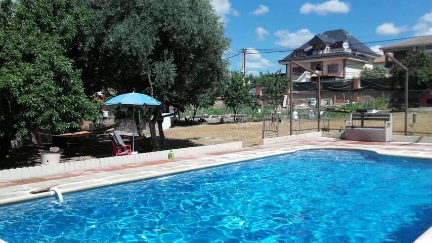 Casa con Piscina PRIVADA Jardín y Barbacoa