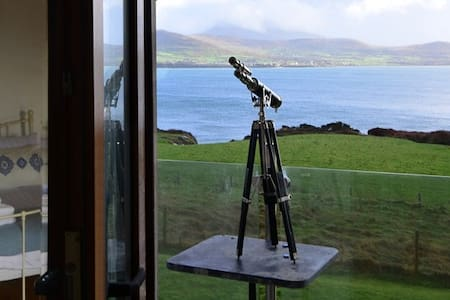 THE LOOKOUT - Overlooking Smerwick Harbour - Dingle - Σπίτι