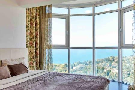 Квартира с панорамным видом на море в ЖК Виктория