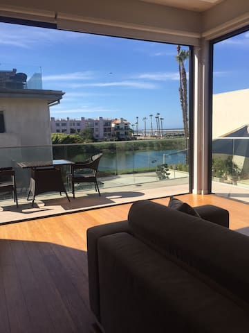 Modern Design w/ Rooftop & Views!! - Playa Del Rey - Townhouse