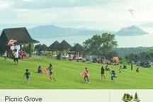 The famous Tagaytay Picnic Grove is just 1.5 km away.
