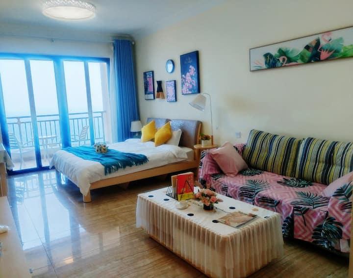 超浪漫观海大床房 180度大阳台 近沙滩