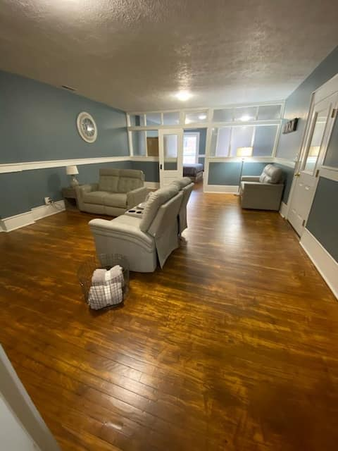 Upstairs apartment, Historic downtown Attica