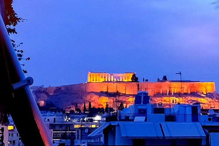 Central sunny studio with Acropolis view