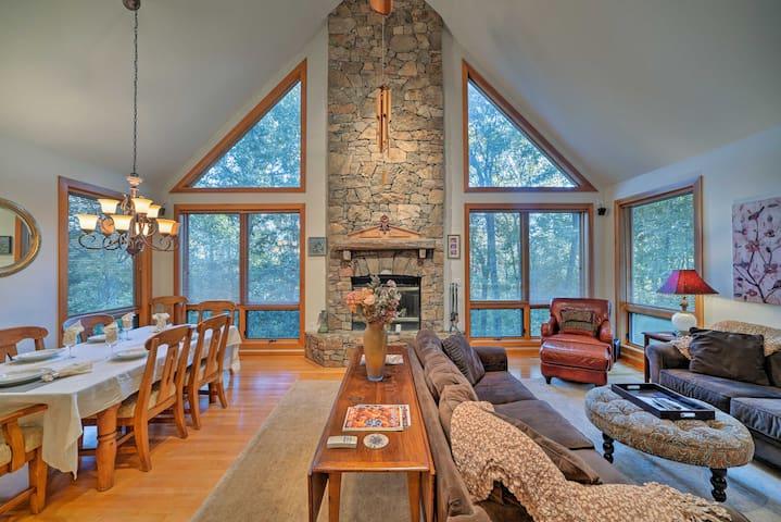 '5 Peaks' Luxury Wintergreen Resort Home w/Hot Tub