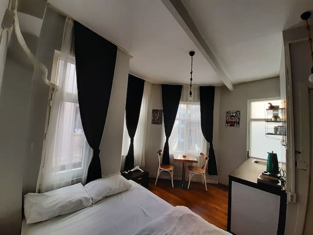 Studio with kitchenette near Taksim
