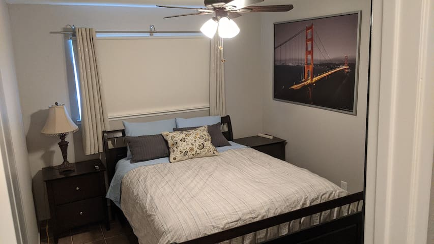 Private room with queen size bed.