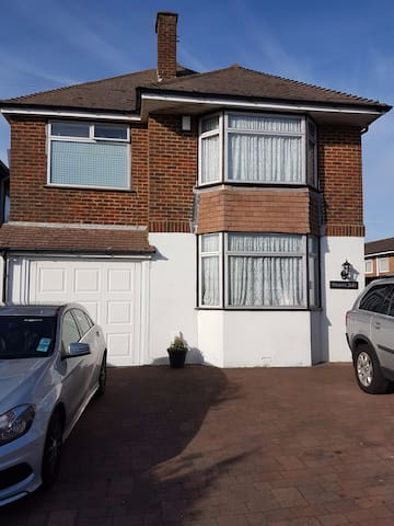 Family house -- Close to beach, trains, walks... - Lancing - Talo
