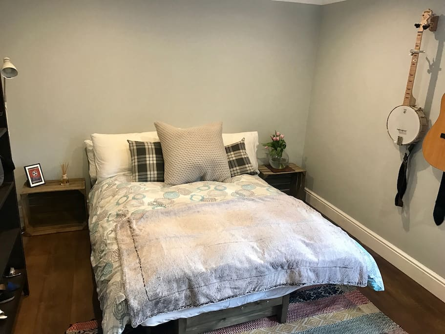 Guest bedroom.. complete with banjo if that's your thing!