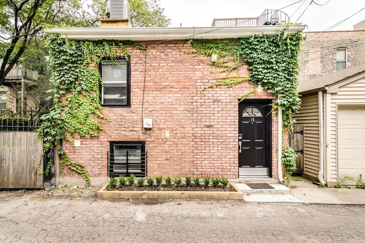 Pro Cleaned & Isolated West Loop Coach House ❤️