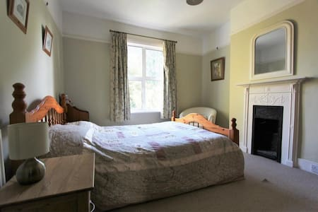 Cosy Big Room in Surrey - Wallington - บ้าน