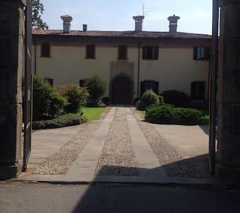Villa padronale in corte antica: 4 camere doppie - Ponte San Pietro