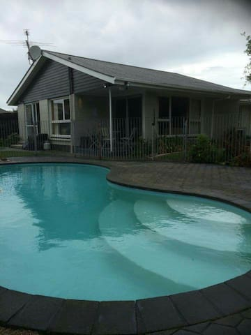 Avonhead,4bdr,2.5bath,pool,unltdWiFi - Christchurch - House