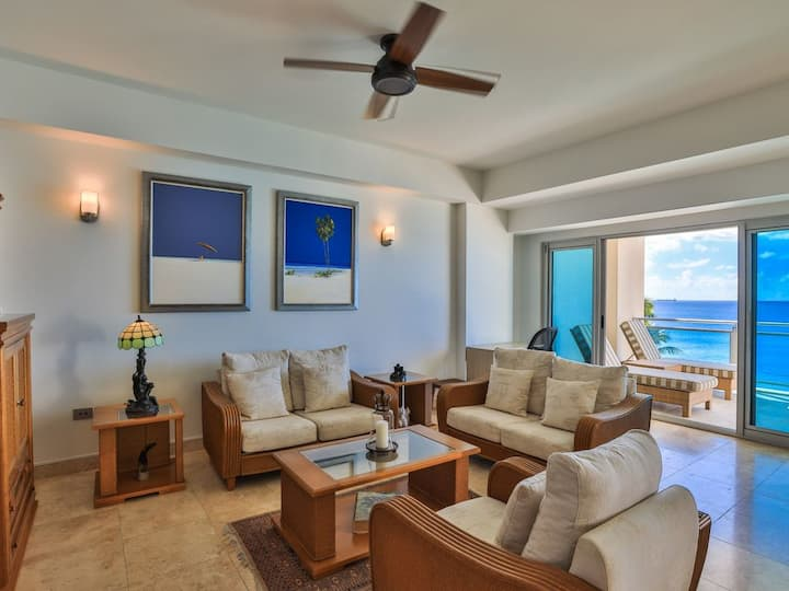 *NEW LISTING SPECIALS* LUXURY CONDO AT THE CLIFF - CUPECOY