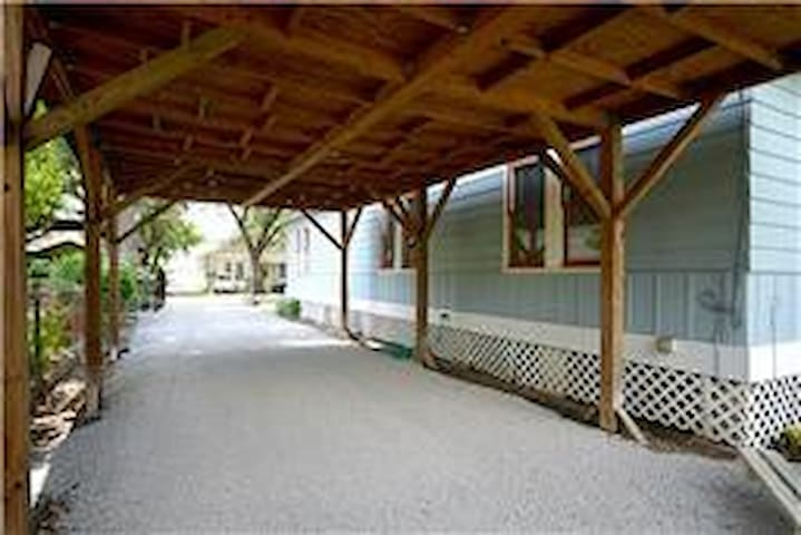 Carport with space for 2 cars (end-to-end)