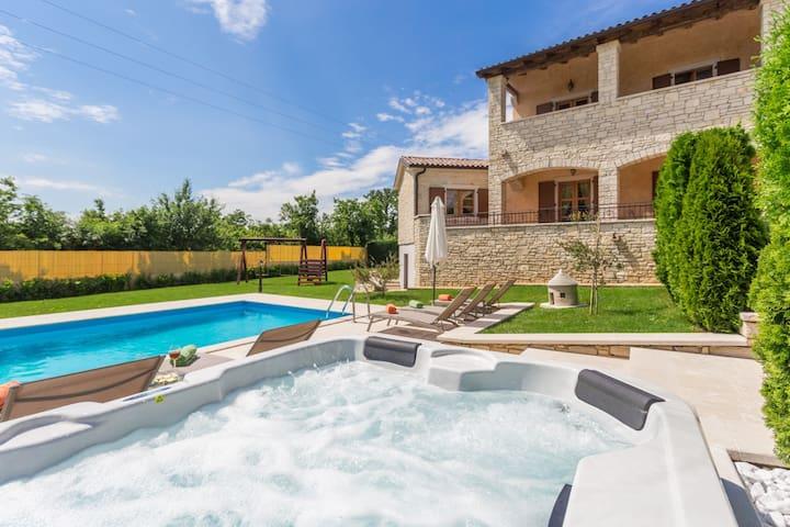 Villa Vernier mit Pool und Whirlpool