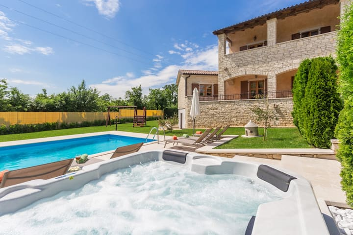 Villa Vernier with pool and whirlpool
