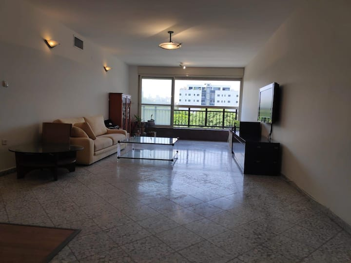Spacious 3 bedroom flat in lovely Ramat aviv