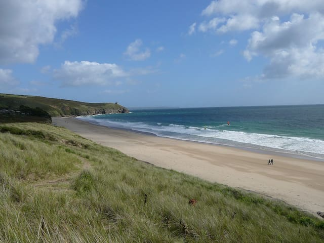 Holiday cottage on a beautiful Cornish beach - Praa Sands