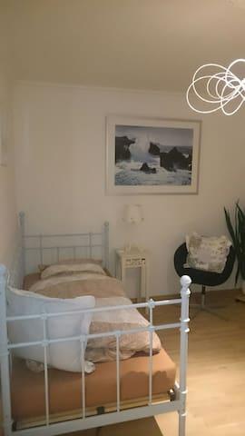 Zimmer mit Balkon + Blick ins Grüne - Lauenburg Elbe - Byt