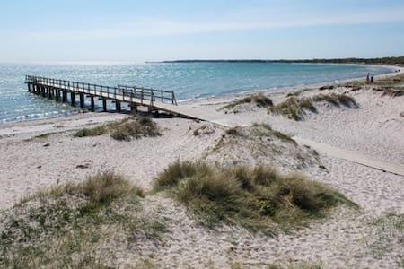3 min to the beach, 10  to restaurants - Höllviken - Casa