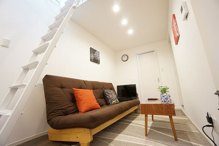 5 min from Shinsaibashi, 8 min from Namba! +Wi-Fi