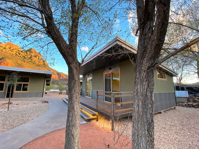 """Nama-Stay Cabin's 1/8 """"NEW"""" Zion National Park"""