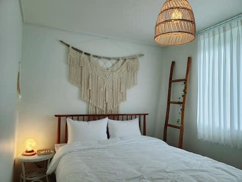 Lazy Around/ 시내중심의 조용한 주택가 투룸, 개별다이닝룸, 감성가득한 숙소