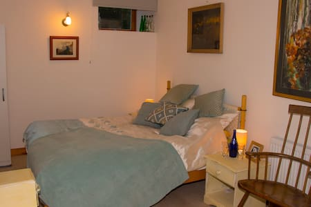 king size bed (ensuite) - Fishguard - Dom