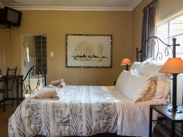 Hebron Haven Hotel - Double room with Bath &Shower