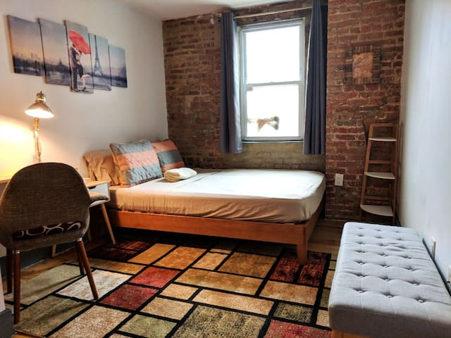 Convenient room in Williamsburg