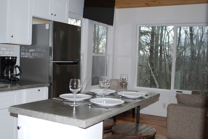 Charming Cottage-Convenient and Comfortable
